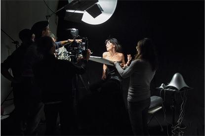 Riprese per video-clip su fondale nero - Studio154