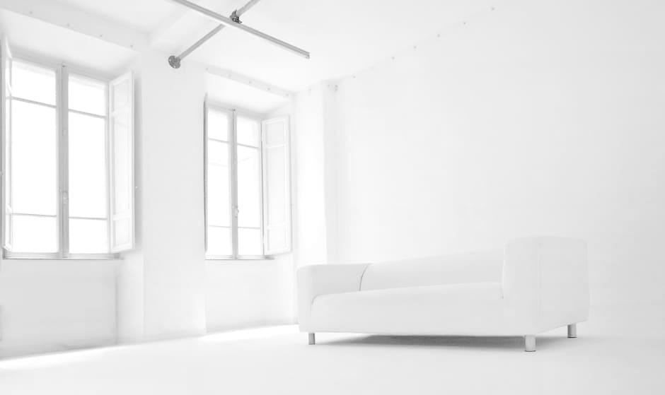 studio fotografico con limbo bianco